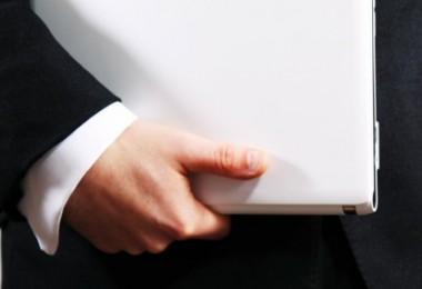 hand_holding_laptop_184454